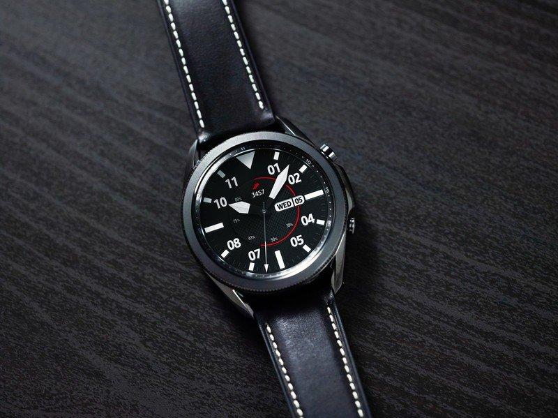 samsung-galaxy-watch-3-black-lifestyle.j