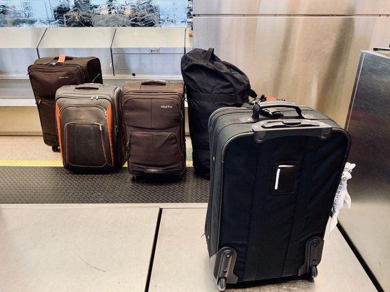 checked-luggage-baggage-at-airport-15y59