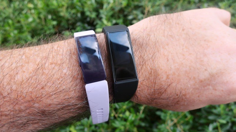 wyze-band-vs-fitbit-inspire-hr-lifestyle