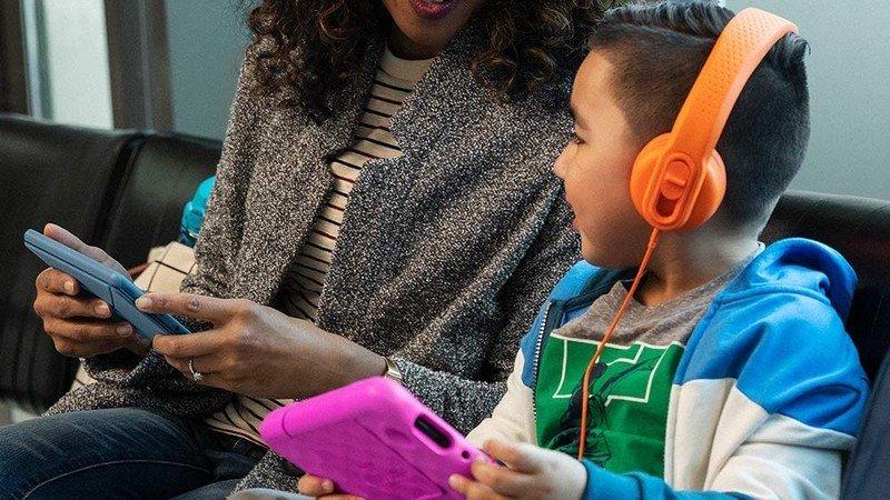 amazon-fire-7-kids-tablet-2020-lifestyle
