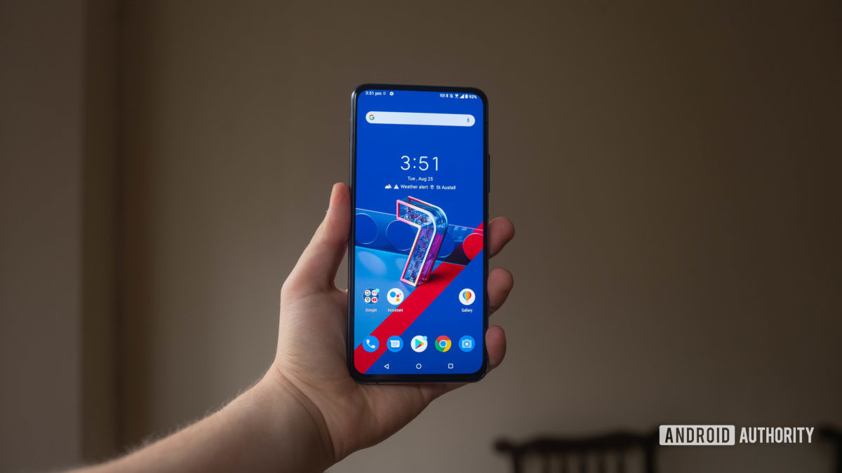 Holding the Asus Zenfone 7 in the hand