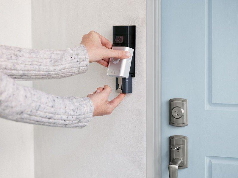 ring-video-doorbell-3-battery-remove.jpe