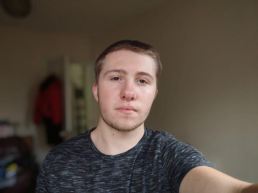 Xiaomi Mi 10 Ultra portrait selfie camera sample indoors