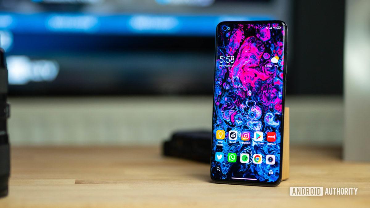 Xiaomi Mi 10 Ultra home screen wide photo