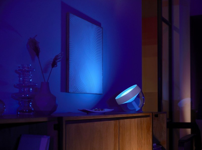 philips_hue_iris_lifestyle_living_room.j