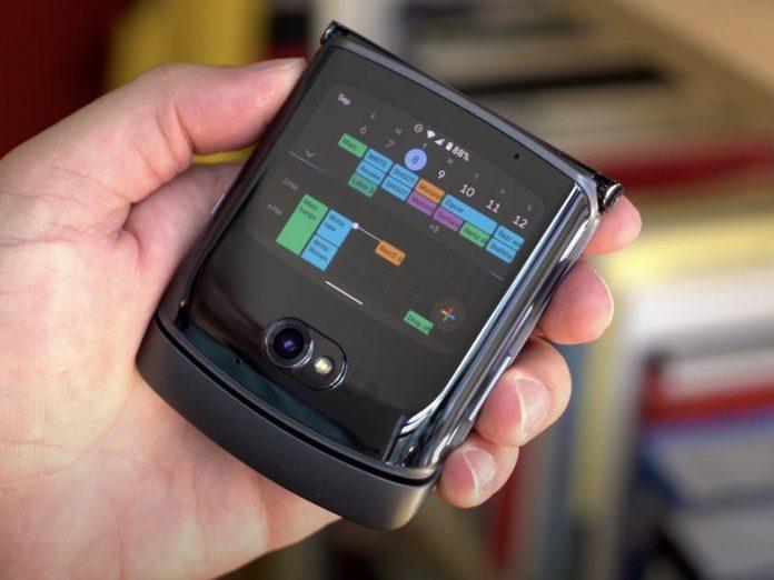 Motorola RAZR 2 hands-on: Righting all of last year's wrongs