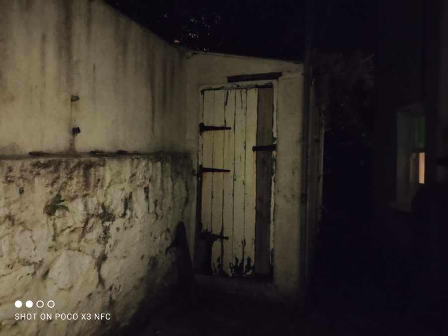 Xiaomi Poco X3 NFC night mode photo sample of an outdoor shed