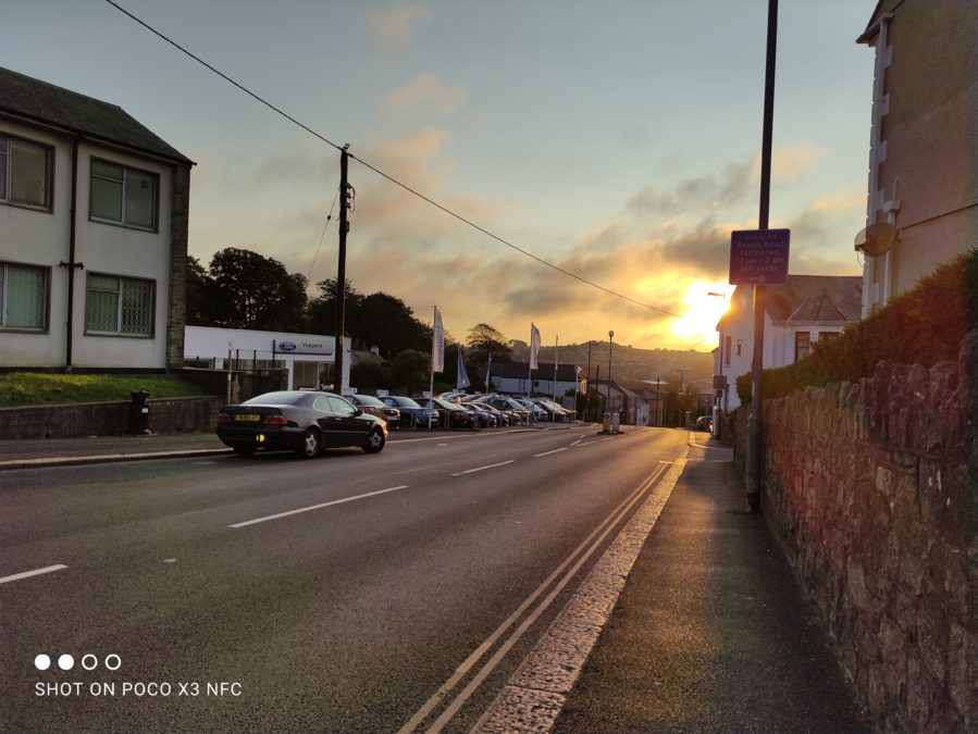 Xiaomi Poco X3 NFC photo sample of a sunset road