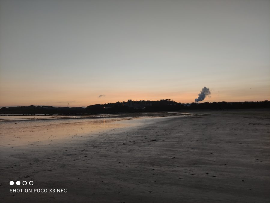 Xiaomi Poco X3 NFC low light photo sample of a beach at sunset