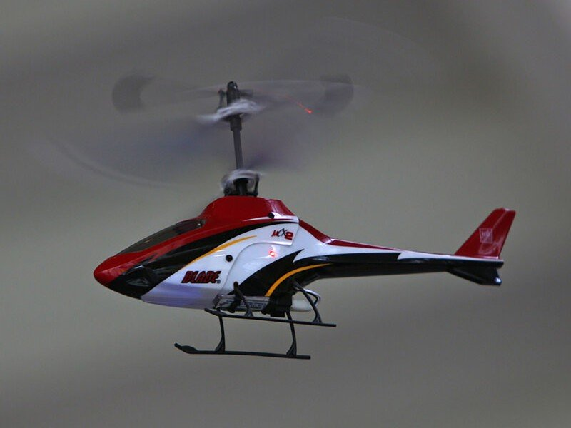 blade-eflite-mcx2-rc-helicopter-lifestyl