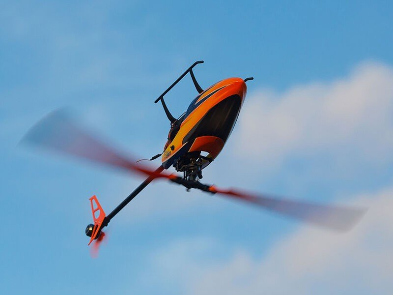 blade-230s-rc-helicopter-lifestyle.jpg