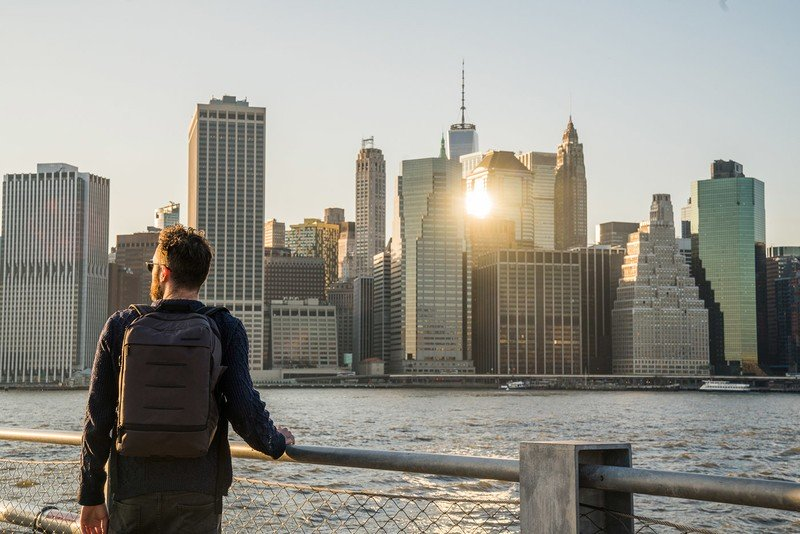 manfrotto-manhattan-backpack-lifestyle.j