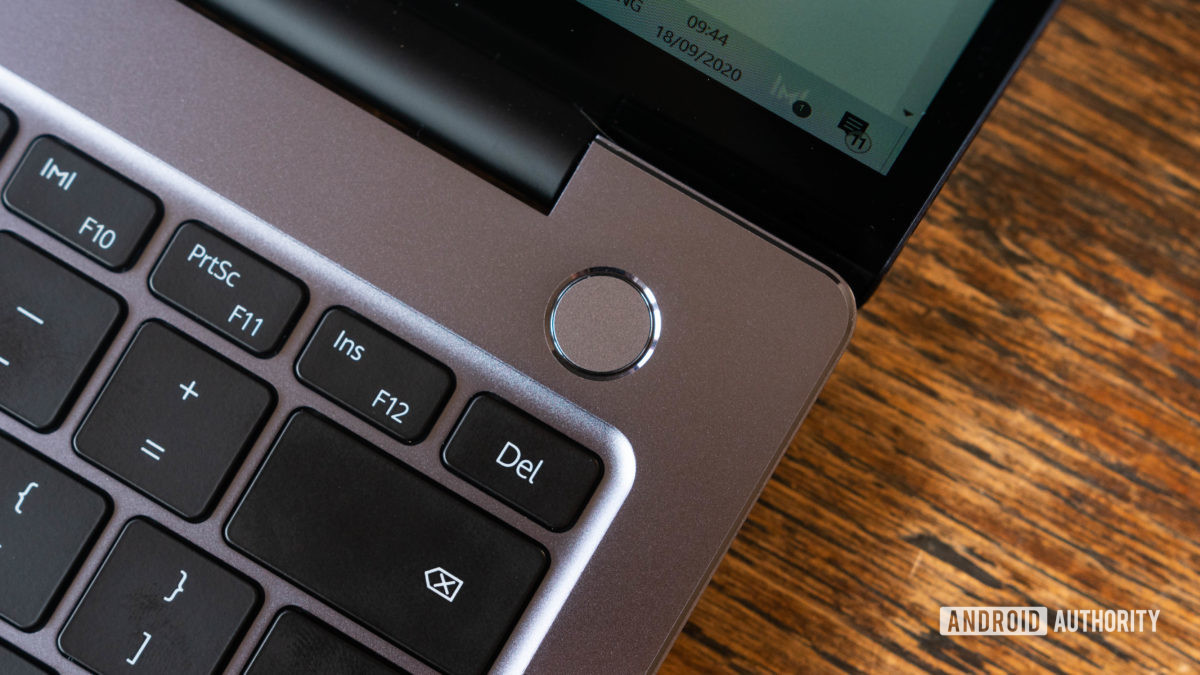 Huawei Matebook 14 2020 AMD closeup of the power button