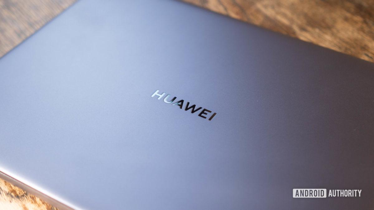 Huawei Matebook 14 2020 AMD rear shell focusing on the Huawei logo