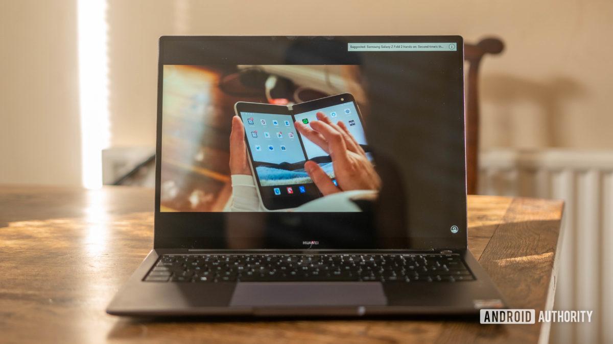 Huawei Matebook 14 2020 AMD watching a YouTube video