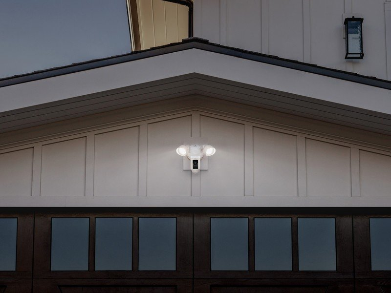 ring-floodlightcam-official-lifestyle-a.