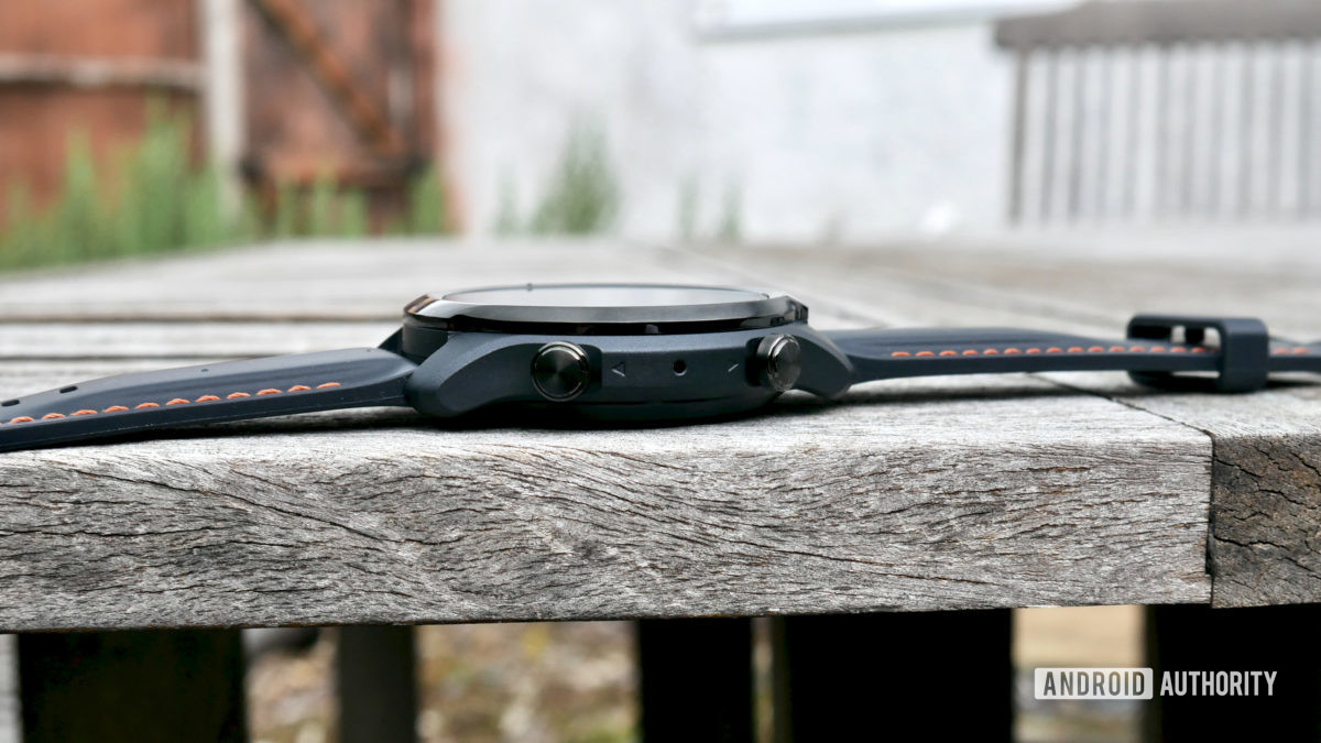 ticwatch pro 3 gps review side buttons