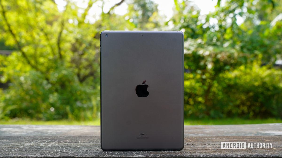 Apple iPad 2020 rear panel