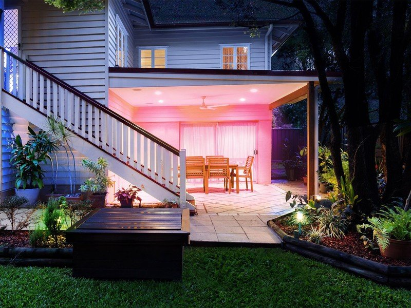 lifx-br30s-outdoors-lifestyle.jpg