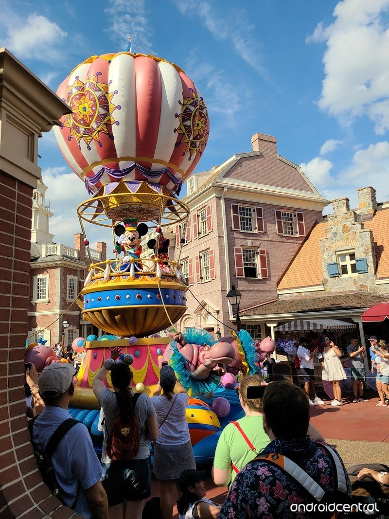 galaxy-s20-review-camera-mickey-float-s2