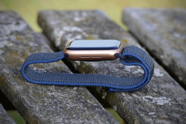 apple watch se review side speaker