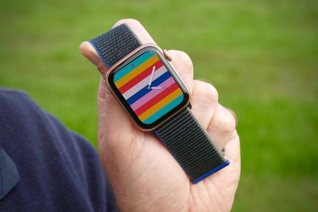 apple watch se review stripes face