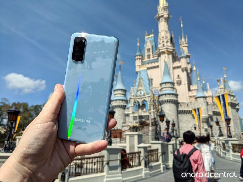 galaxy-s20-review-cinderella-castle-clou