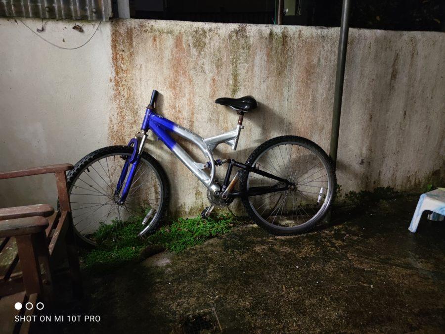 Xiaomi Mi 10T Pro night time camera sample of a bike