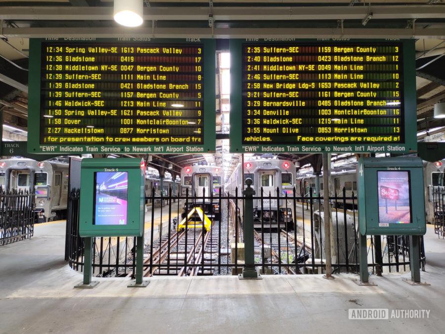 TCL 10 5G UW photo sample train info
