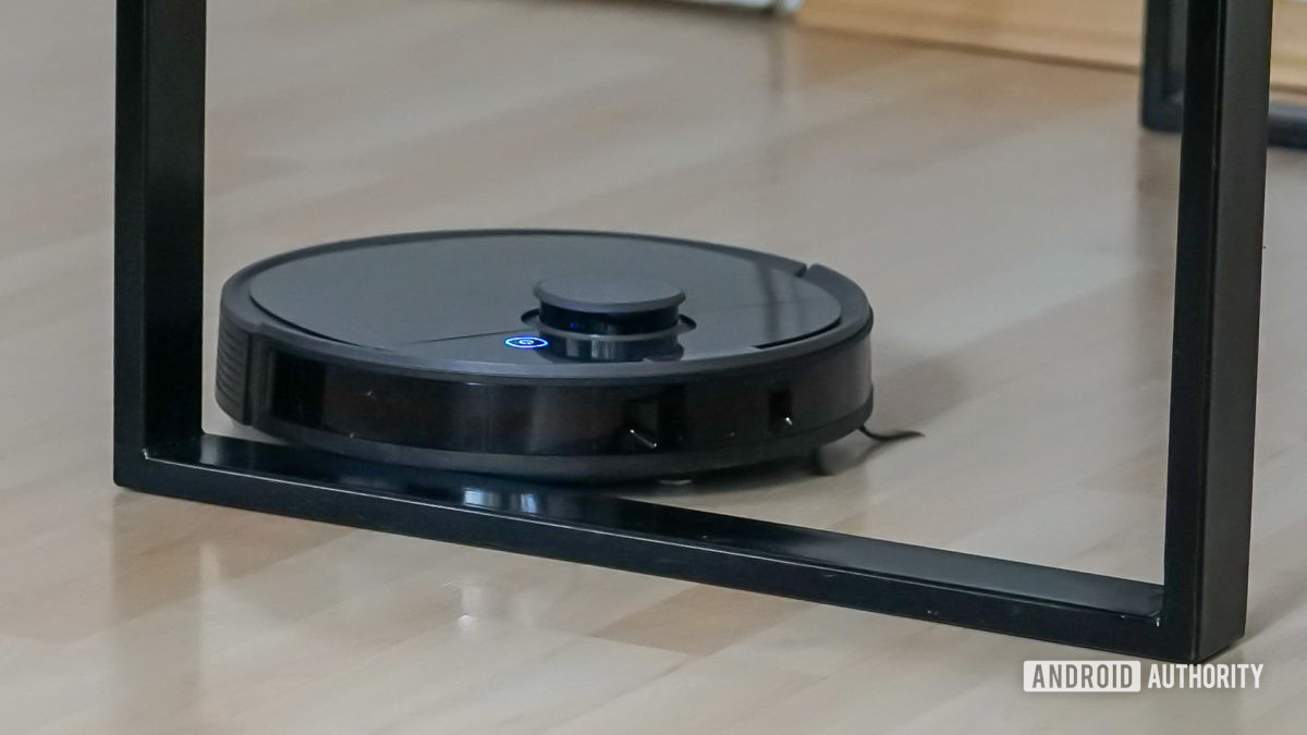Ecovacs Deebot Ozmo T8 robot vacuum robot vacuum cleaning around a table leg