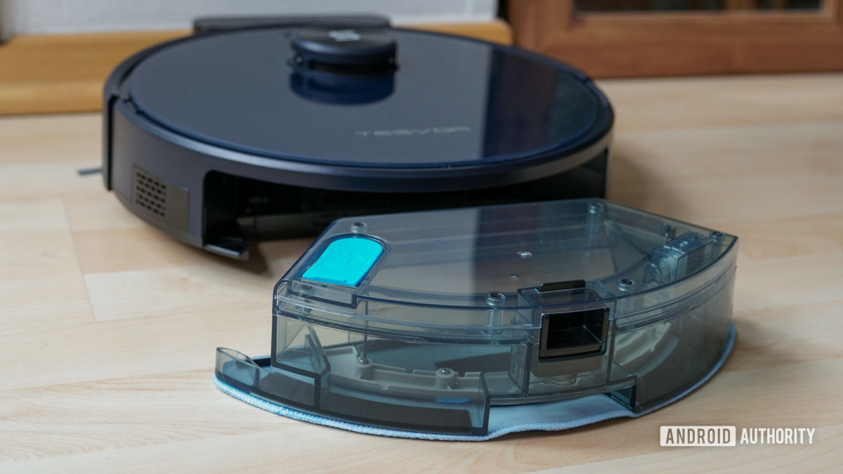 Tesvor S6 robot vacuum water tank and mop with vacuum