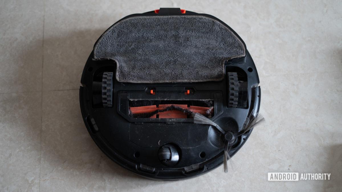 Mi Robot Vacuum Mop P showing bottom