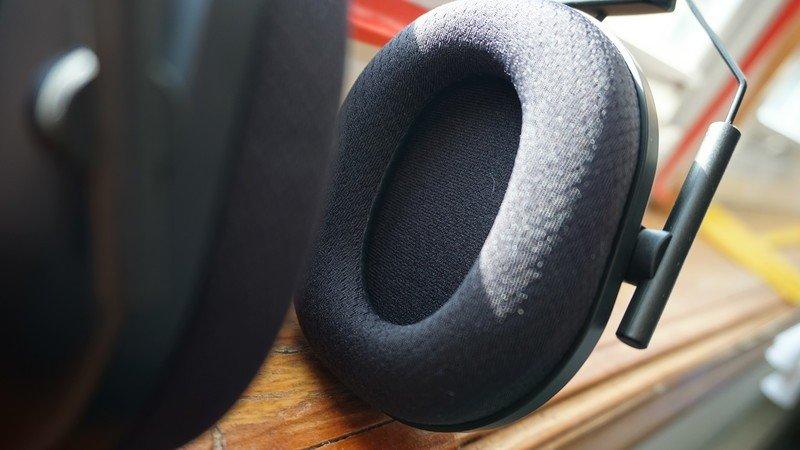 razer-blackshark-v2-pro-headset-inside-e
