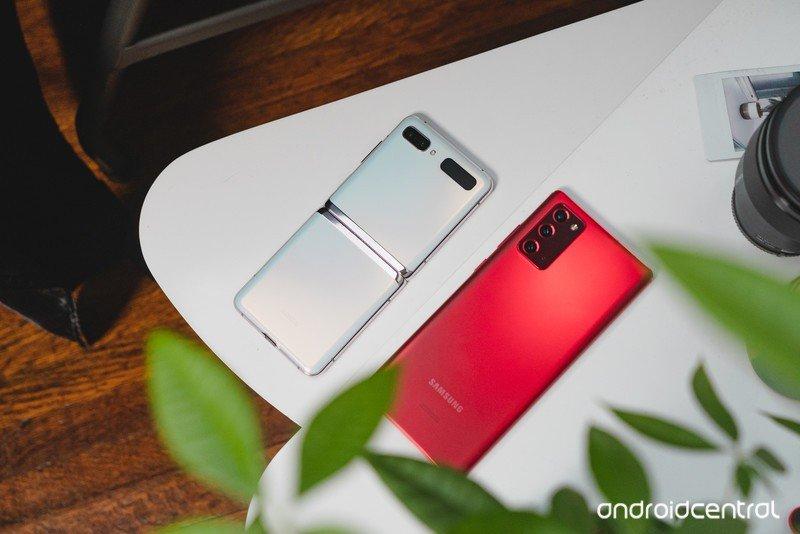 note-20-red-z-flip-5g-white.jpg