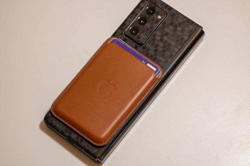 samsung-galaxy-z-fold-2-magsafe-wallet.j
