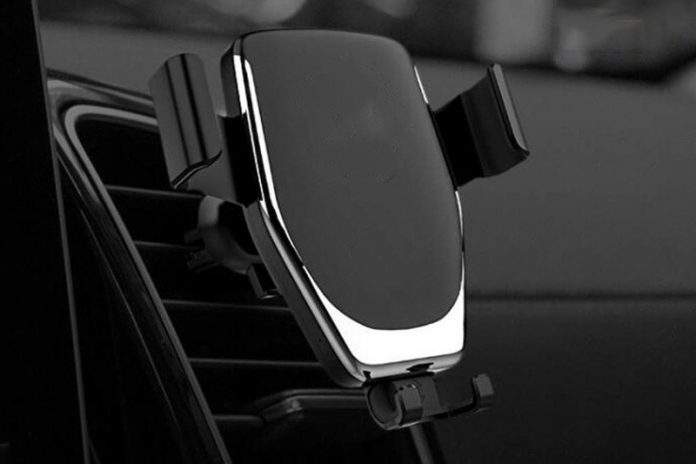 This fast charging phone mount is perfect for GPS and handsfree calls, now $20
