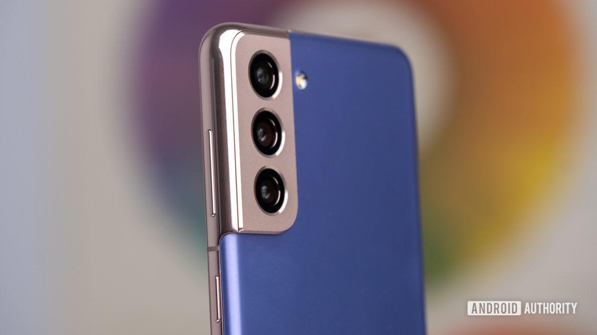 Samsung Galaxy S21 side angle of cameras