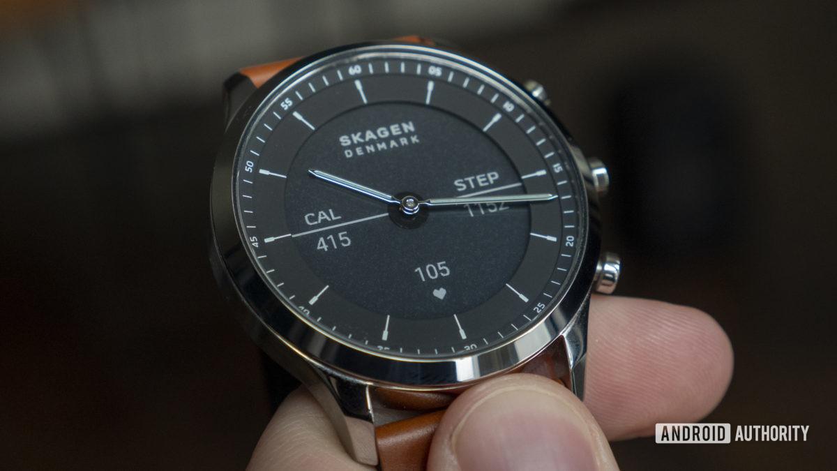skagen jorn hybrid hr review e ink display close up