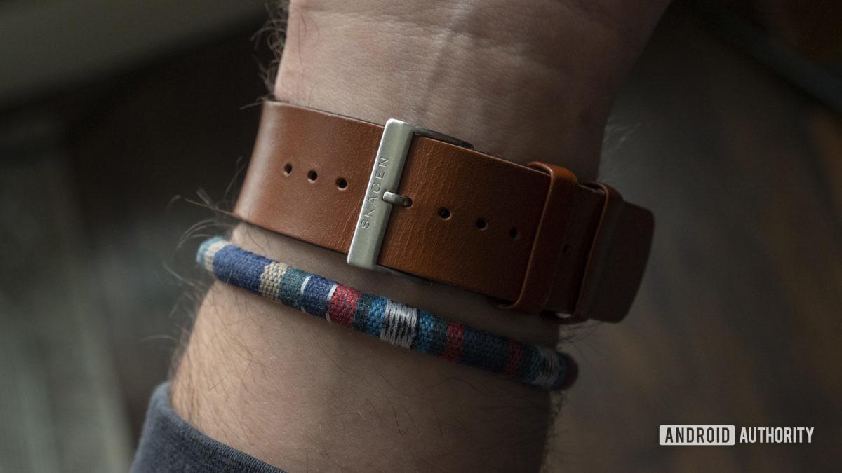 skagen jorn hybrid hr review on wrist strap