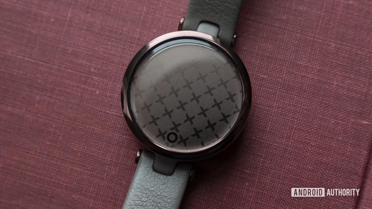 garmin lily review watch face display pattern