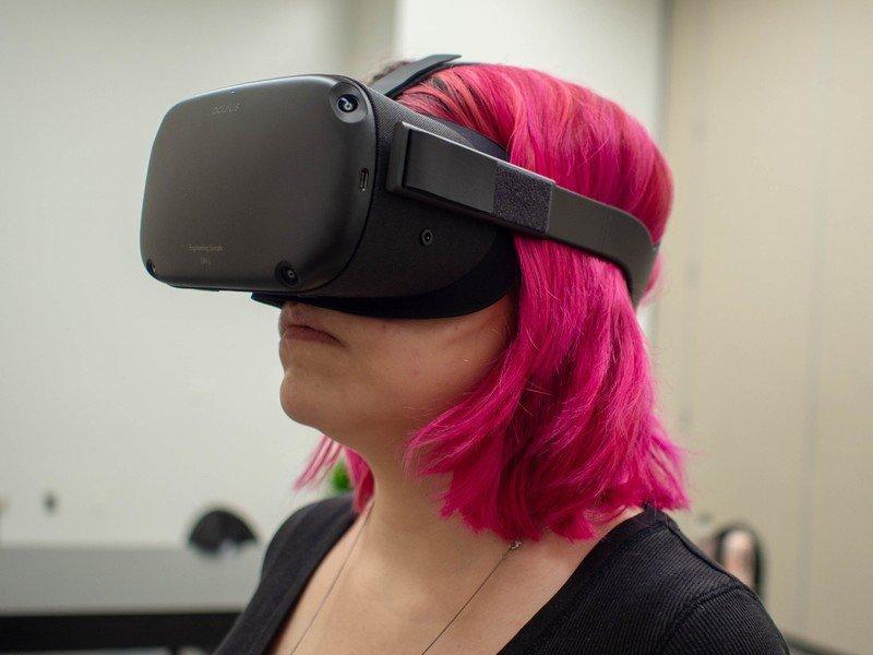 oculus-quest-carli-side.jpg