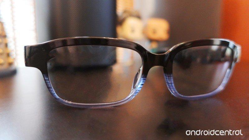 echo-frames-lifestyle-blur.jpg