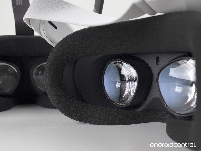 oculus-quest-vs-quest-2-inside-lenses-on