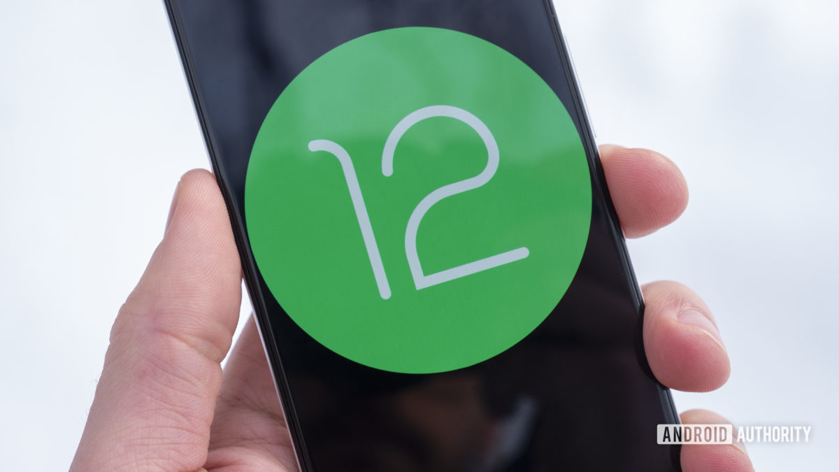 Android 12 logo on Google Pixel 3 2