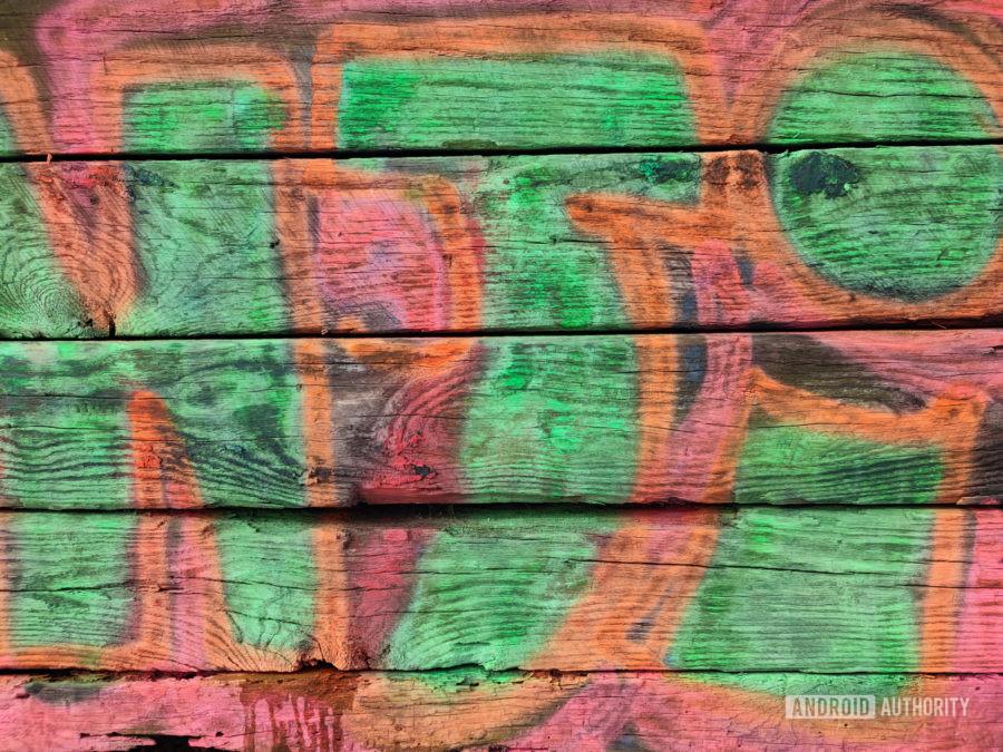 Xiaomi Mi 11 photo sample wood graffiti