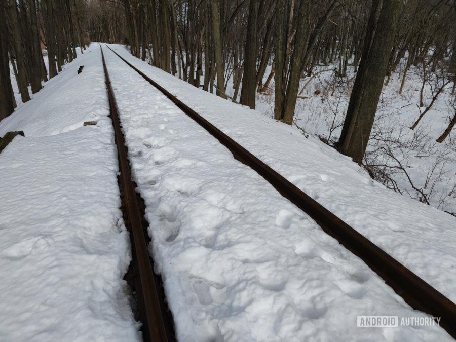 Xiaomi Mi 11 photo sample tracks in snow