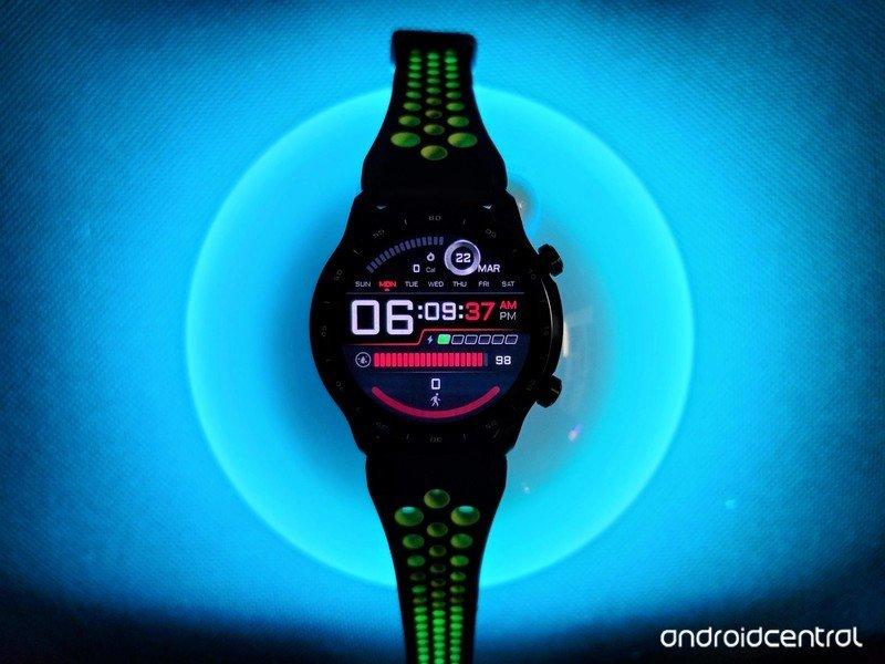 ticwatch-pro-3-lifestyle-03.jpg