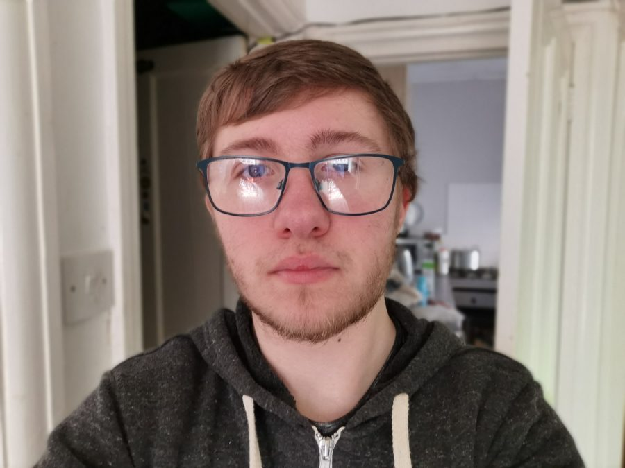 Huawei P30 Pro selfie photo sample indoors
