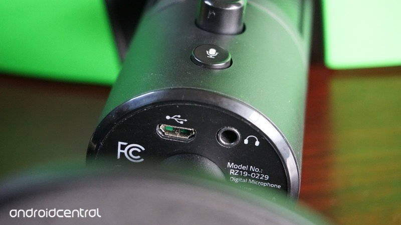 razer-seiren-x-ports.jpg