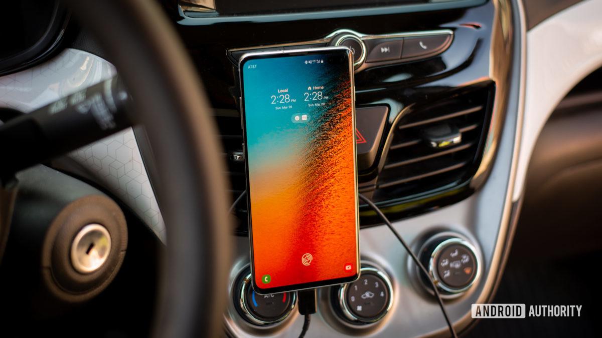 Logitech Plus Trip magnetic car vent mount review 11